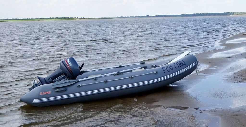 Лодки Кайман комплектуются помпой