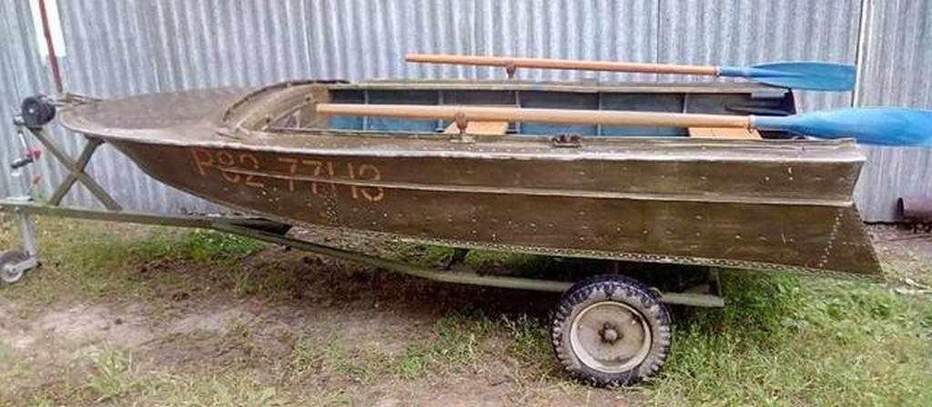 Моторно-весельная лодка Вега