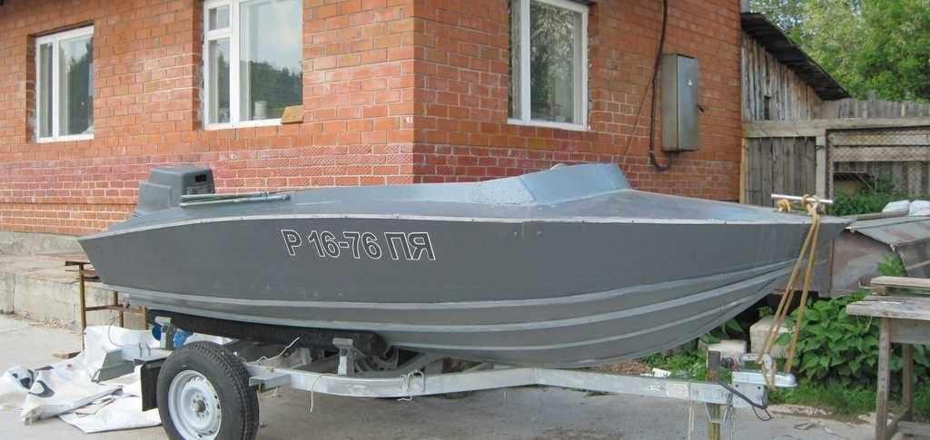Моторная лодка Радуга