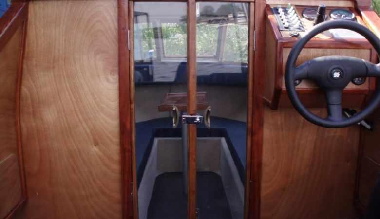 кокпит катера Москва 2