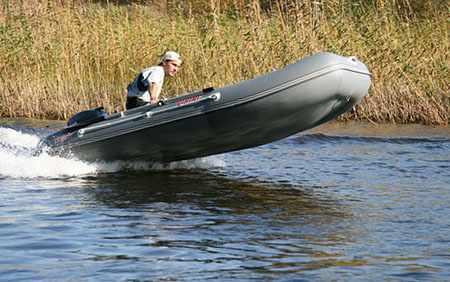 Днище лодки «Викинг 320»