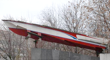 Катер «Волга». Памятник в Москве