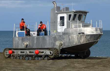 Лодка с гусеничным ходом