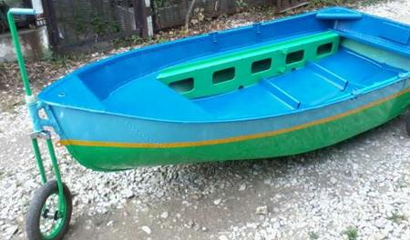 Лодка Ерш с колесами
