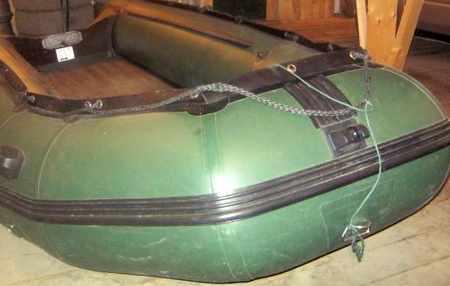 Носовая часть лодки «Солар 400» с якорным роульсом