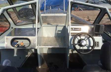 Передняя панель лодки «RusBoat 55»