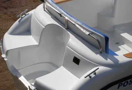 Кормовая зона лодки «Bester 570»