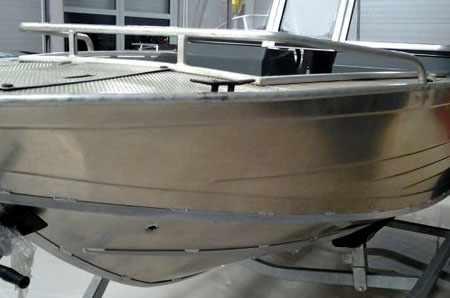 Борта лодки «Windboat 48»
