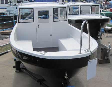 Кокпит катера Курьер