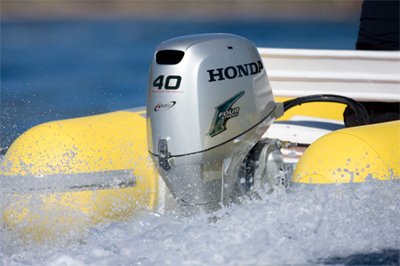 Подвесной лодочный мотор Honda BF40 на ПВХ лодке