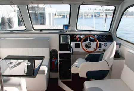 Каюта катера «Стайер 800»