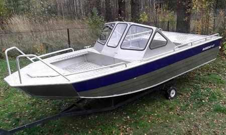 «RusBoat 47» с открытым носовым кокпитом