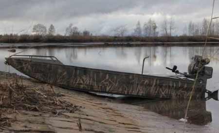 Лодка «AluGator 520» с болотоходом