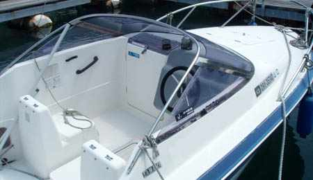 Кокпит лодки Yamaha FR 18