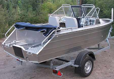Корма алюминиевой лодки «Аллюр 45»