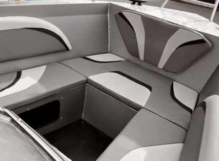 Носовая зона лодки «Волжанка 61 Двухконсольная»