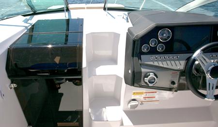 Передняя панель катера «Four Winns V275 Vista»