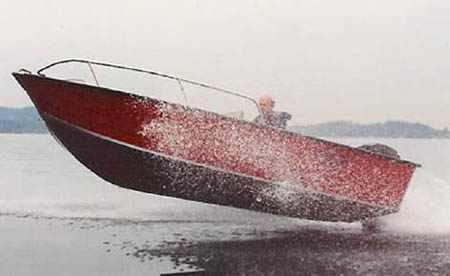 Прыжок лодки «Quickline 450»