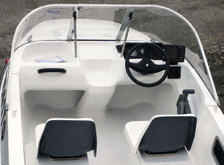 Передняя панель лодки «Сибирь 460»