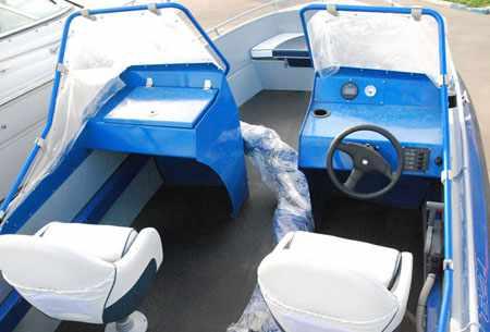 Компоновка кокпита лодки «Trident 620 Open»