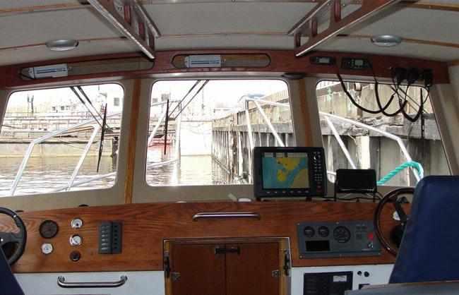 Пост управления катера «Баренц 1100»