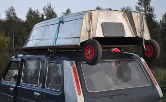 Лодка «Абрис 280» на крыше автомобиля