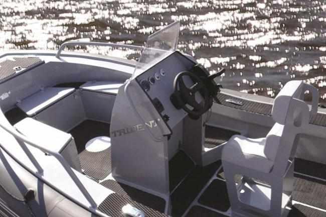 Компоновка кокпита RIB-лодки «Piton 520»
