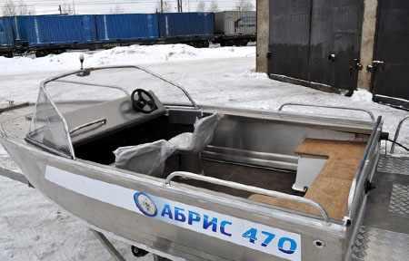 Капотная версия лодки «Абрис 470»