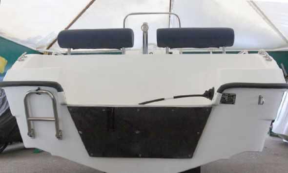 Оформление кормы и транец лодки «SAVA 475»