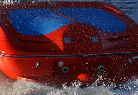 Корма и моторный отсек катера «FUNKY Sport Jet»
