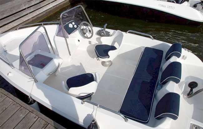 Кокпит моторной лодки «Velvette 16 Prime»