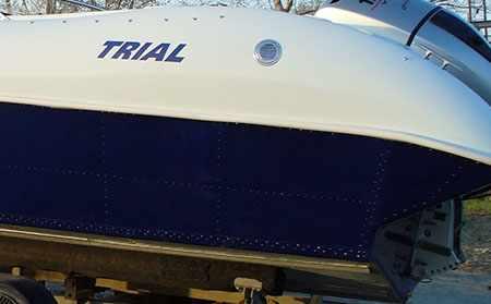 Клепаная конструкция корпуса с пластиковой надстройкой лодки «Trial Sport BR»
