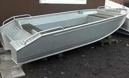 Корпус базовой версии лодки «Абрис 400»