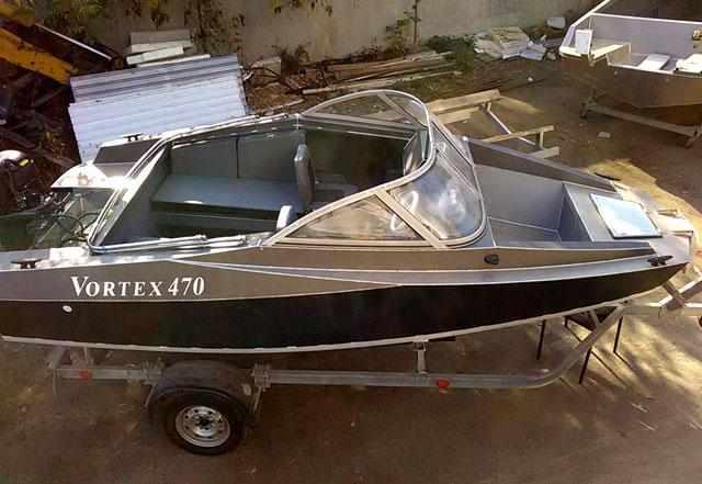 Двухконсольная компоновка лодки «Vortex 470»