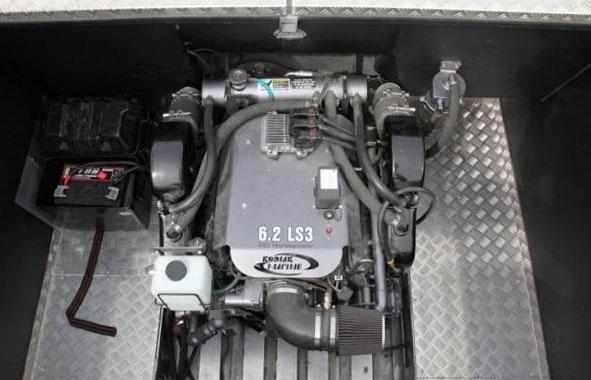 Моторный отсек катера «Ка-Хем 870»