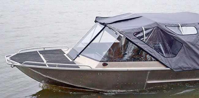 Носовая палуба катера «Бриз 480 Экстрим»