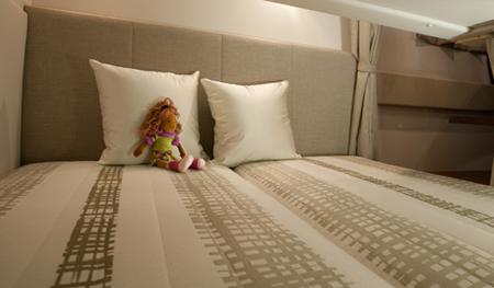 Спальное помещение в катере «Four Winns V275 Vista»