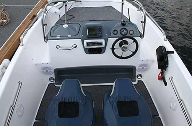 Лодка «Marlin» с центральной консолью