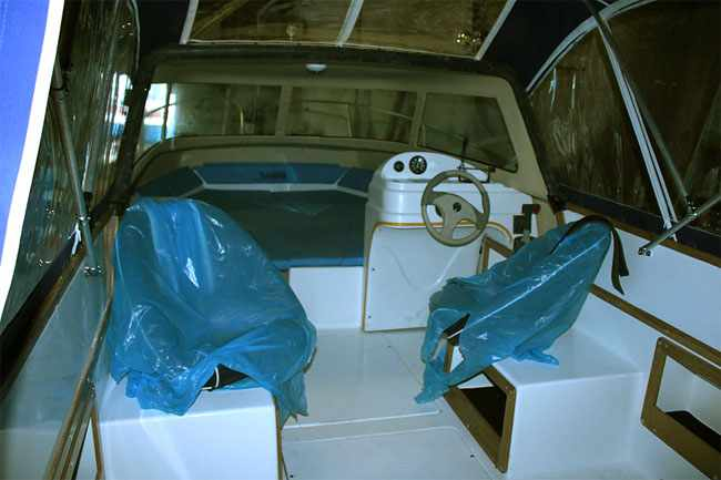 Кокпит лодки «Dancer 600 HT»