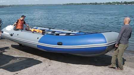Переноска лодки Аквилон 600 двумя людьми