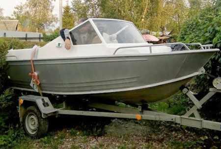 Лодка «Абрис 400» с автомобильной компоновке