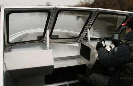 Передняя панель катера «Vigor 540 A»