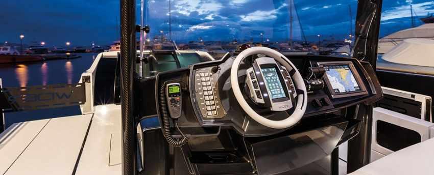 Яхта-трансформер Wider 42. Пост управления