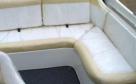 Изгиб кормового дивана лодки «Trial Sport BR»