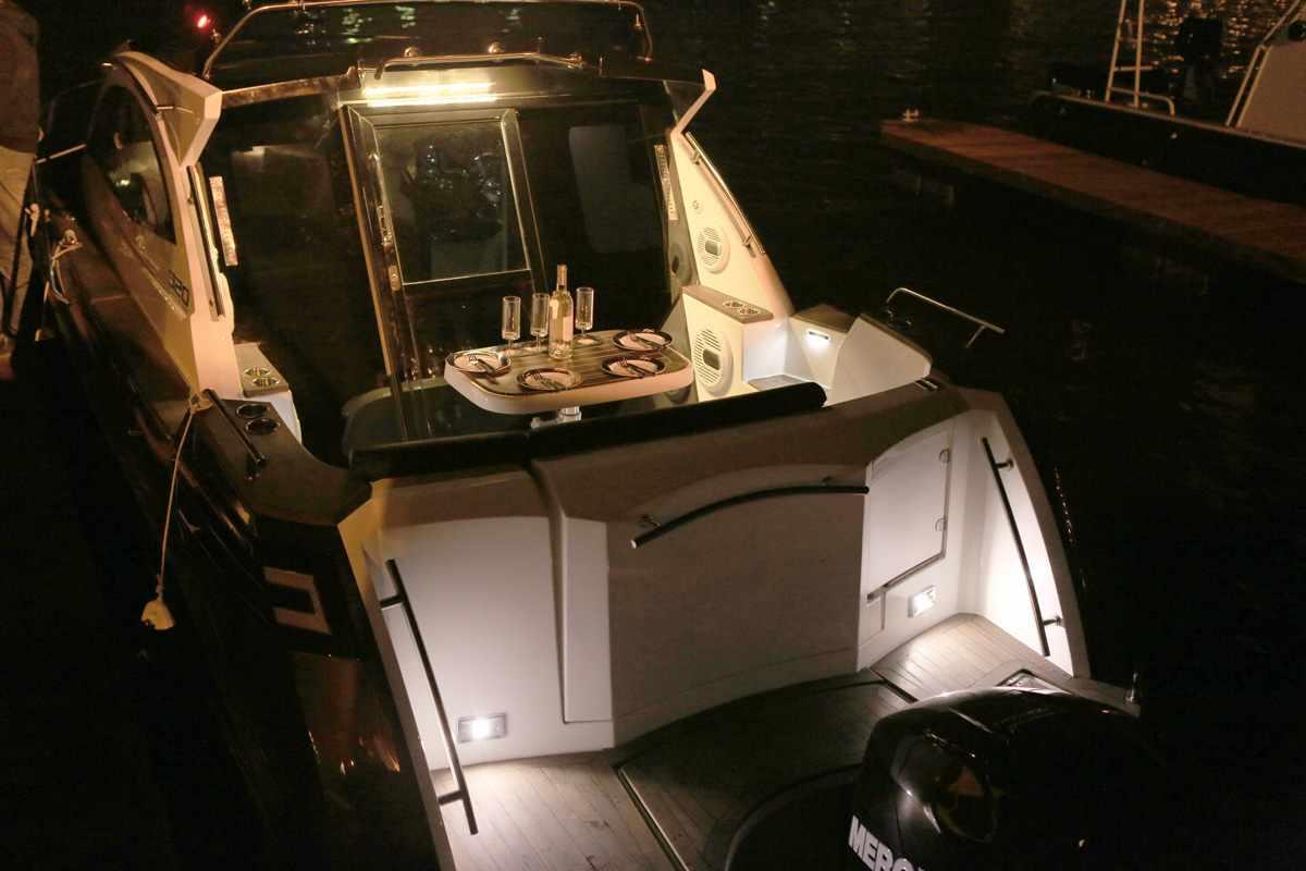 Купальная платформа катера «Grizzly 820 Firestorm»
