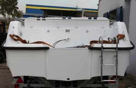 Форма днища в корме лодки «UKSI Agitator»