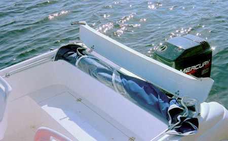 Кормовая зона и отсек для тента на лодке Стрингер 510