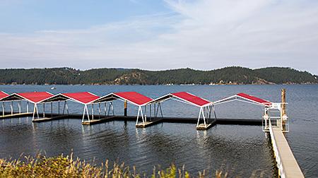 Лодочная станция на воде