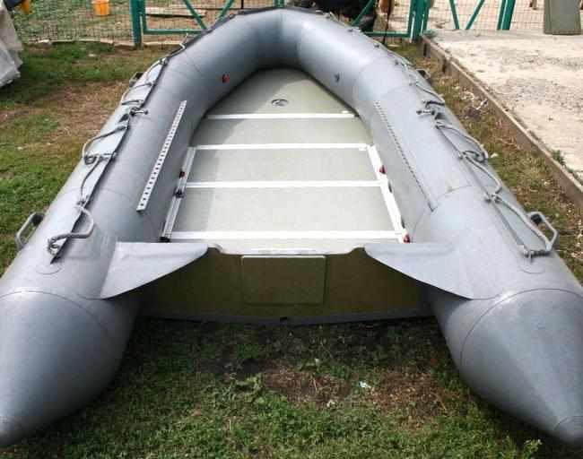 Компоновка кокпита лодки «Фаворит F-420»