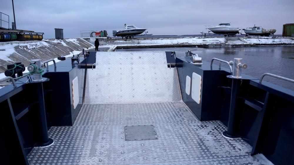 Грузовая палуба катера «Barents 1200»